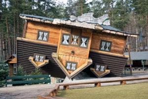 Szymbark - Dom do góry nogami